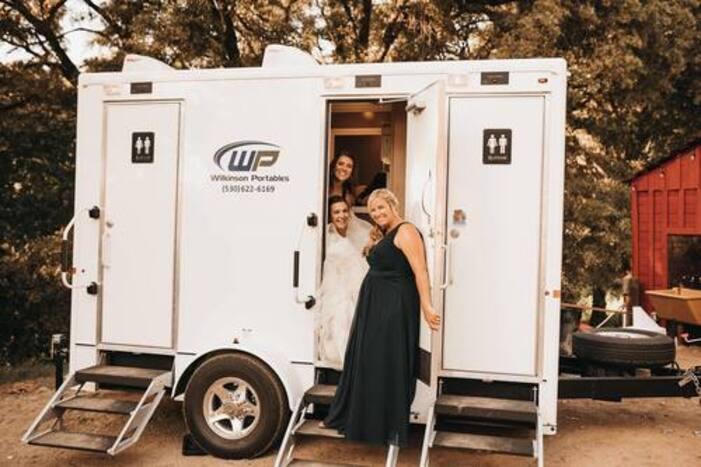 luxury trailer porta potty 3